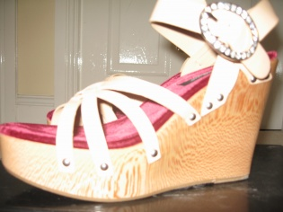 fabulous dolce and gabbana wedges