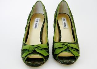 STEVE MADDEN green stitch heels